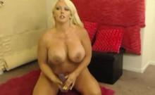 Hot Oiled Up Webcam Girl Fucks Pussy