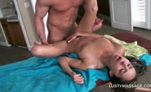 Horny masseur banging her clients craving oily cunt