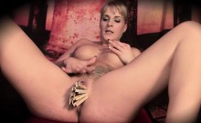 MILF Sina enjoys fisting and fingering her pussy