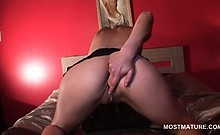 Blonde mature seductress playing with her juicy pink twat