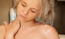 Shaving of beautiful 18yo blondie pussy