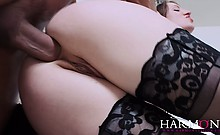 Horny babe Samantha loves it up her tight ass