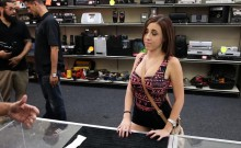 Sexy amateur chick fucked by pawn keeper