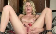 Sexy czech chick gapes her narrow snatch to the bizarre