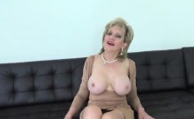 Cheating british mature lady sonia reveals her large melons