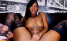 Sexy ebony drilled her pussy by sextoy on webcam