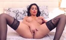 Horny slut on webcam fingering her pussy roughly