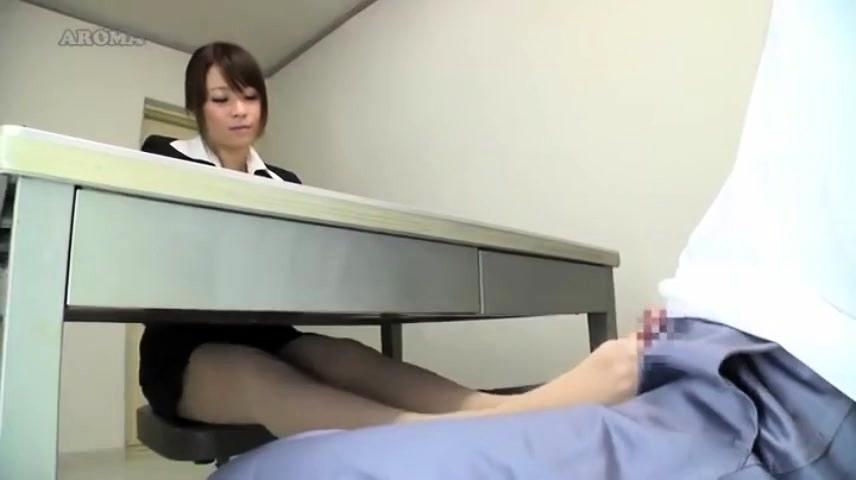 <足コキ動画>巨乳で美人...
