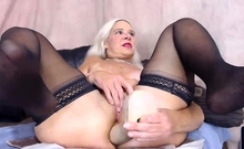 Dirty anal Midwest MILF with freckles fucking her asshole